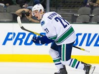 Schneider almost perfect in Dallas, leads Canucks to victory