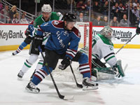 Avalanche end power-play drought, top Stars